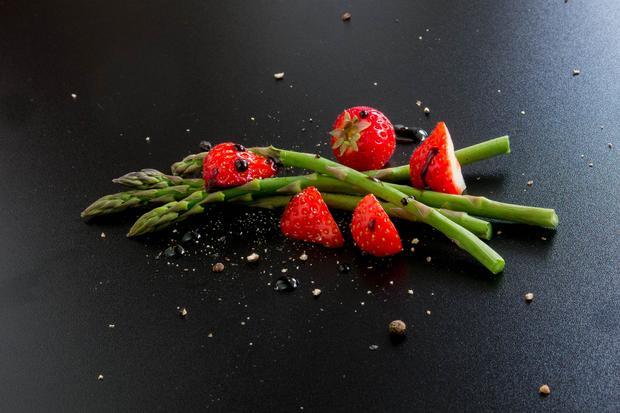 Spargel: Erdbeer-Spargelsalat