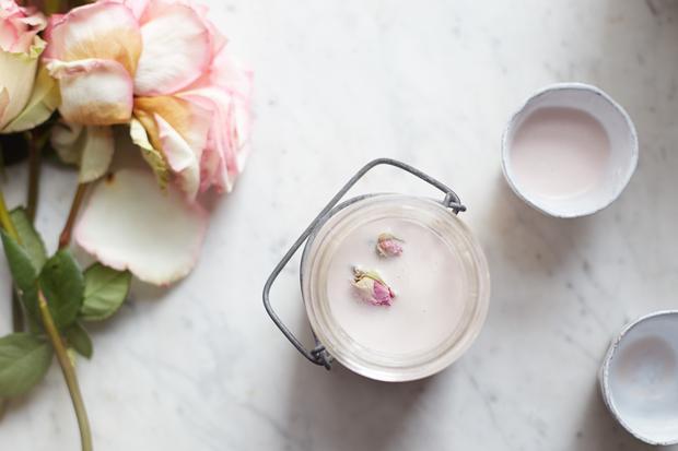 Vegane Küche: Rosen-Mandelmilch