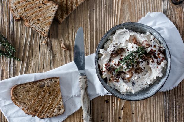 Sommer-Rezepte: Datteln-Feta-Dip
