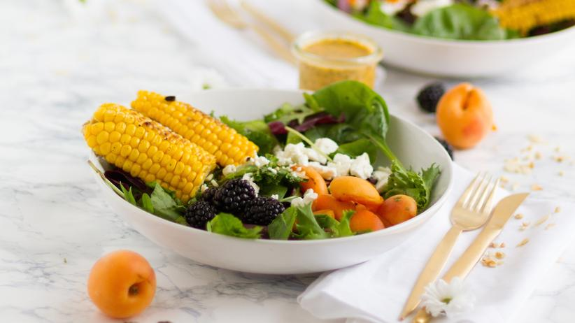 Italienische Küche: Brombeer-Aprikosen-Feta-Salat