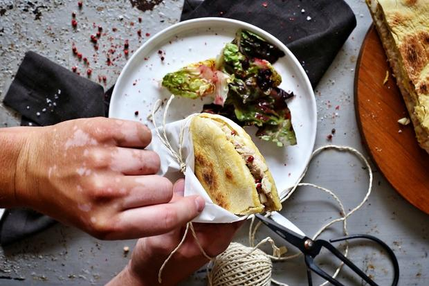 Piadina mit Thunfisch, Ziegenkäse und Apfel