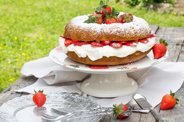 Hot Milk Mascarpone Strawberry Cake