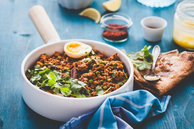 Indische Küche: Keema Matar ist ein mit Erbsen verfeinertes und mit Koriander bestreutes Lammcurry.