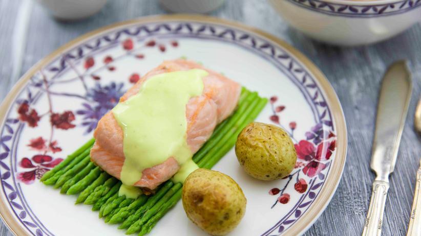 Lachs mit Zitronensoße, Thaispargel und Drillingen