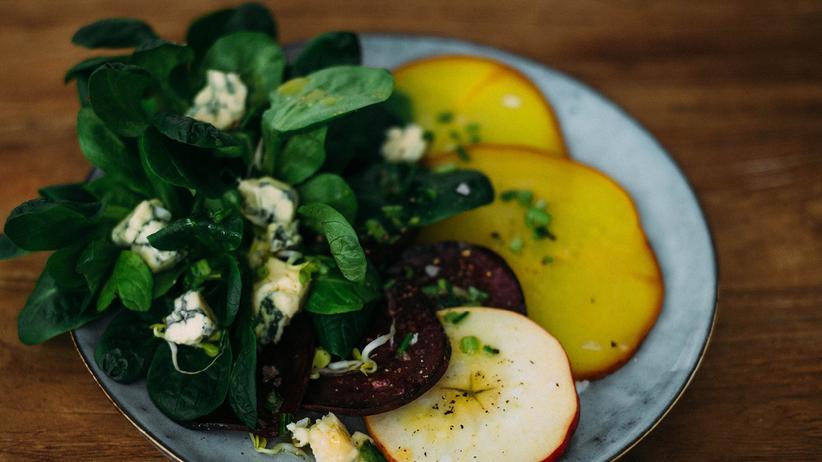 Ein erdiger Wintersalat: mit Roquefort und Gelber statt Roter Bete
