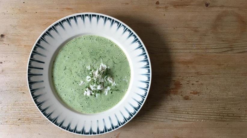 Schweizer Küche: Ziemlich nahrhaft: In die Kressesuppe kommen Reis und Frischkäse.