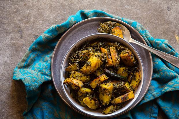 Chicken Curry: Aloo Methi besteht eigentlich nur aus Kartoffeln – für die Raffinesse sorgt Bockshornklee als Gewürz.