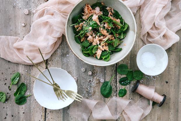Lachs-Spinat-Salat: Lasst den Lachs ziehen
