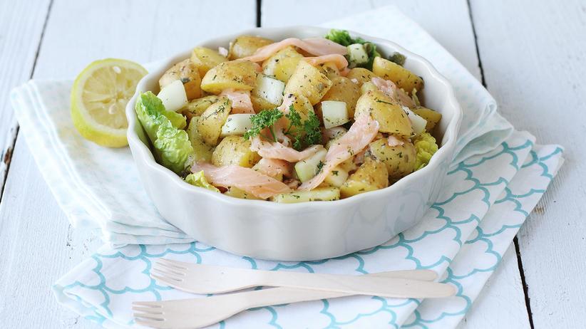 Kartoffelsalat mit Räucherlachs: Salate machen friedlich
