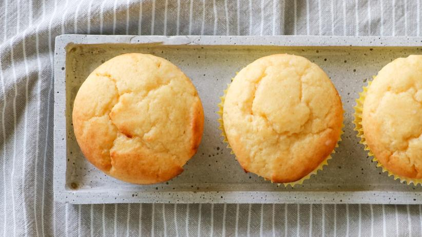 Zitronengugelhupf: Schön saftig: In diesen Muffins steckt Ricotta.