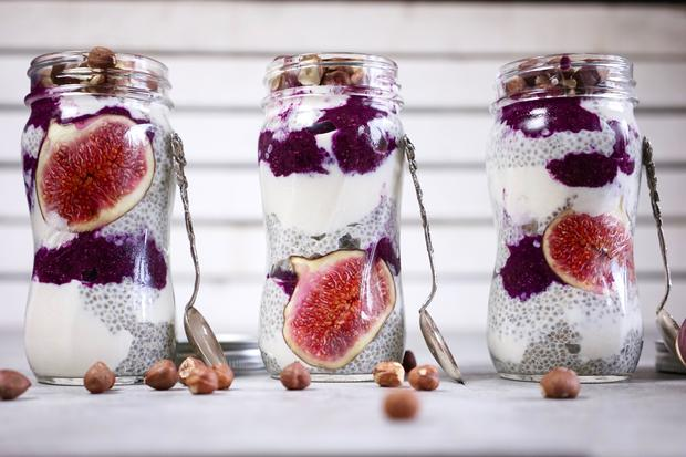 Das Frühstück im Glas kann man für die ganze Woche vorbereiten. Außerdem sieht es super aus.