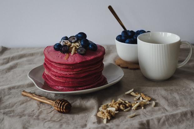 Red Velvet Pancakes: Die Red Velvet Pancakes sind mit Randen errötet. So heißen Rote Bete in der Schweiz.