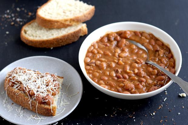 Am besten schmecken die Boston Baked Beans auf Sauerteigbrot.