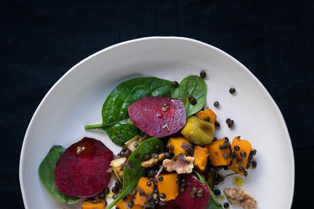 Kartoffel-Mousseline: Die Rote Bete kommt roh auf den Salat, Linsen, Kürbis und Lauch natürlich nicht.
