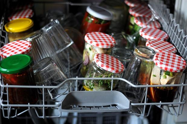 Spülmaschinen-Rezepte: Es soll ja Leute geben, die ihr Abendessen in der Spülmaschine garen. Funktioniert das? Unser Autor hat es probiert und protokolliert einen kulinarischen Kontrollverlust.