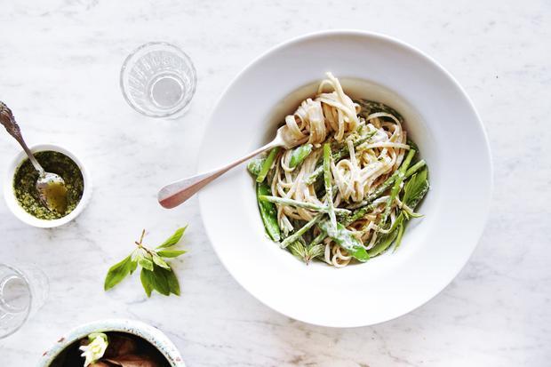 Mönchsbart wächst in Meernähe, ist salzig und fleischig: Passt also zu Pasta, finden die Italiener.