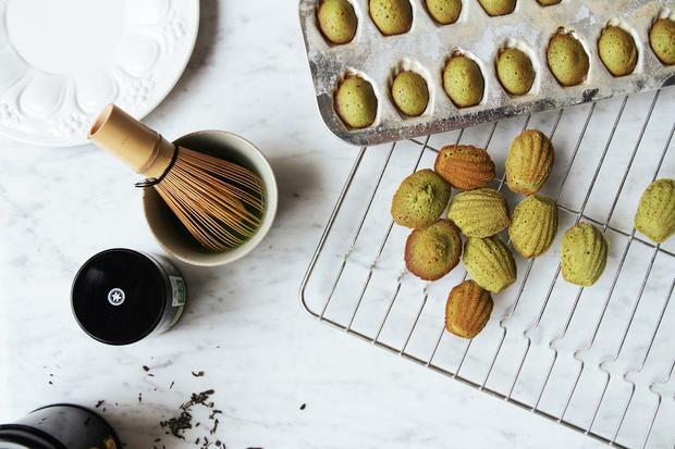 Marcel Prousts Lieblingsgebäck: Mit Matcha-Tee werden die Madeleines frühlingsgrün.