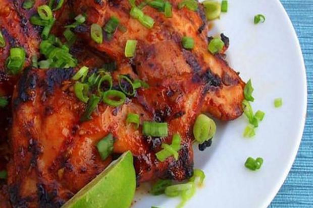 Grillhähnchen: Dieses Huhn wird nach Teriyaki-Art zubereitet – aber mit Garam Masala gewürzt.