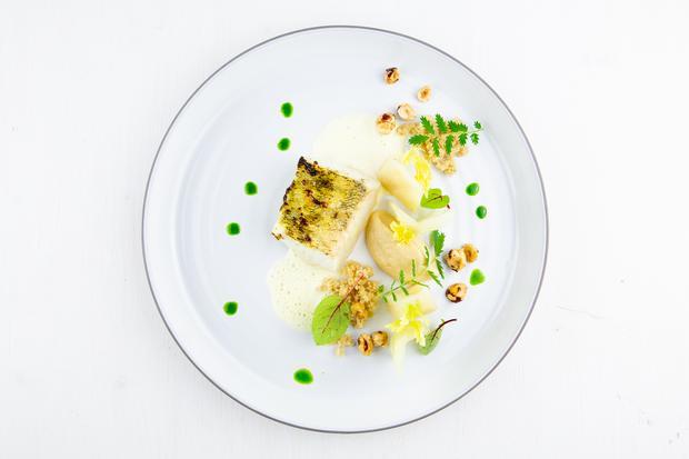 Mangold-Tortellini: Japanisch inspirierte Dashi-Beurre Blanc und Zander