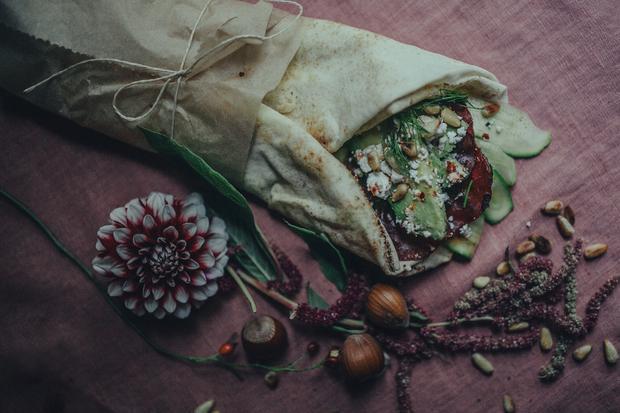 Wrap mit Hummus, Zucchini und Dörrfleisch