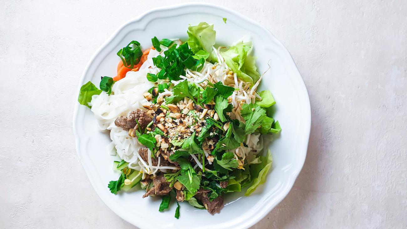 Vietnamesischer Salat: Rollmops oder Reisnudel?