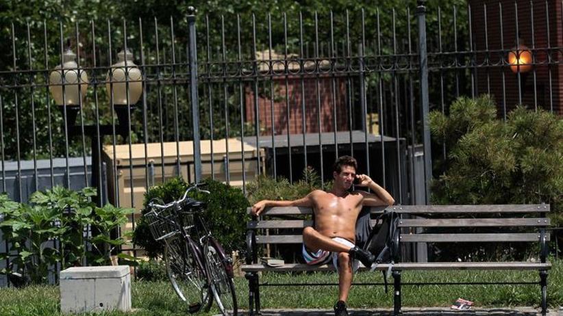 Männern ohne Oberkörperbekleidung kann man kaum noch entkommen.