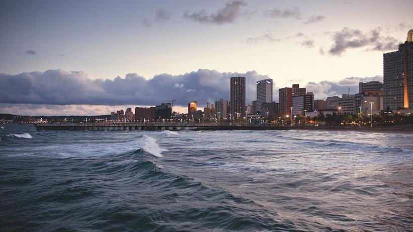 Der Indische Ozean am Strand von Durban