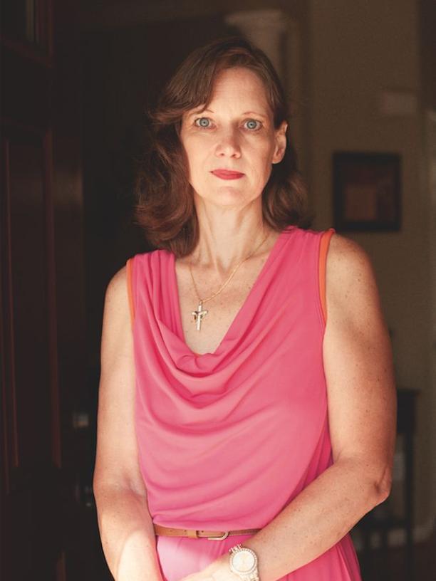 Angie, 48, war selbst Soldatin. Sie heiratete einen einheimischen Übersetzer ihrer Einheit.