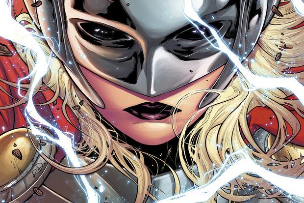 Der weibliche Thor trägt Maske und Brustpanzer.