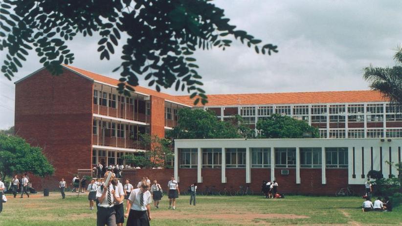 Schulhof der Brettonwood High School in Durban, 1994