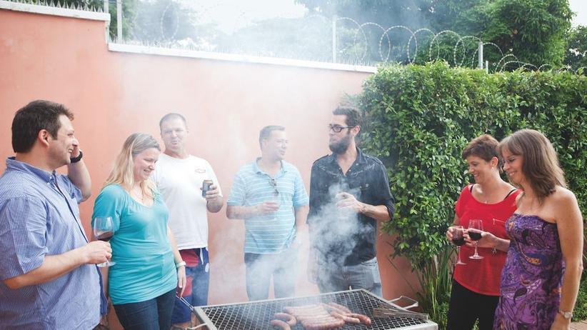 """Wiedersehen beim """"Braaien"""": Yassin, Genevieve, Ryan, Craig, Bryan, Cindy und Aurelia"""