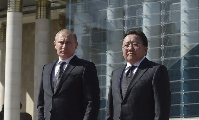 Gesellschaftskritik: Wladimir Putin beim Staatsempfang in Ulan Bator