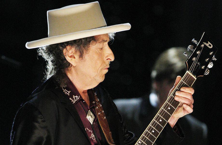 Gesellschaftskritik: Bob Dylan an der Gitarre
