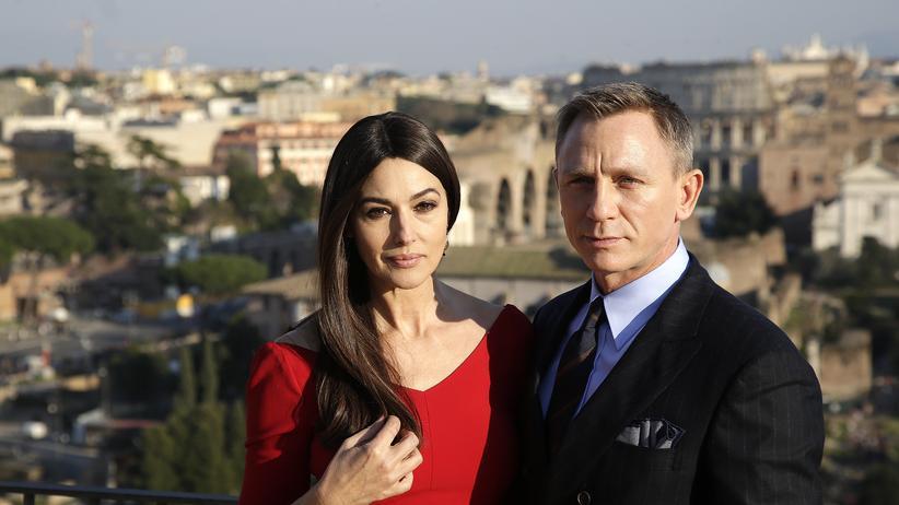 Gesellschaftskritik : Very smoothie, Mr. Bond!