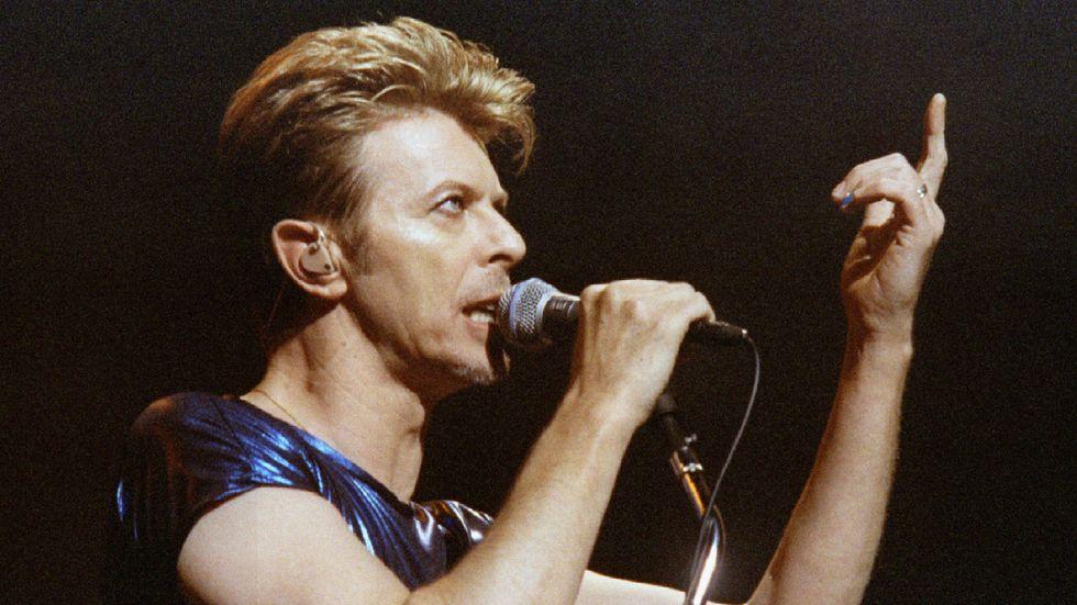 David Bowie: David Bowie bei einem Konzert im Meadows Music Theater in Hartford, Connecticut. 1995