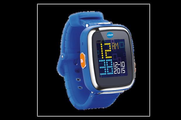 Unter Strom: Mirko Borsche lässt seinen Sohn eine Smartwatch für Kinder ausprobieren