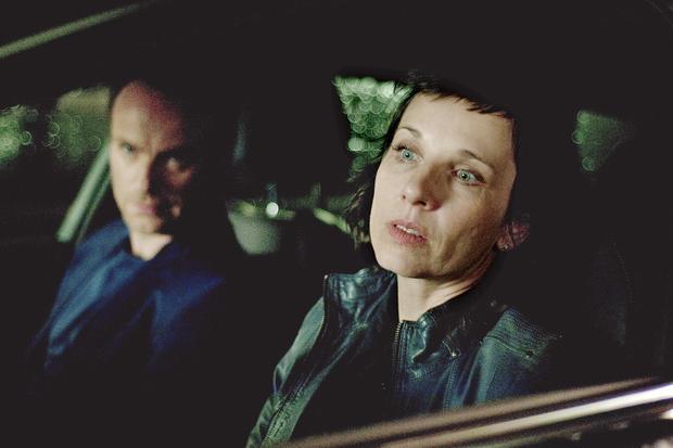 """""""Tatort""""-Kritikerspiegel: Karow (Mark Waschke) und Rubin (Meret Becker) verfolgen einen Verdächtigen in der Stadt."""