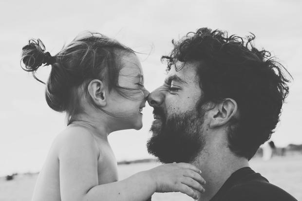 Feminismus: Viele Eltern stellen sich die Frage, in was für einer Welt ihre Kinder wohl leben werden.