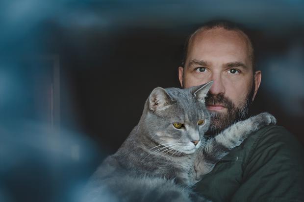 Weltkatzentag: Katzenbesitzer handeln gegen jede Logik und das nur zu gern.
