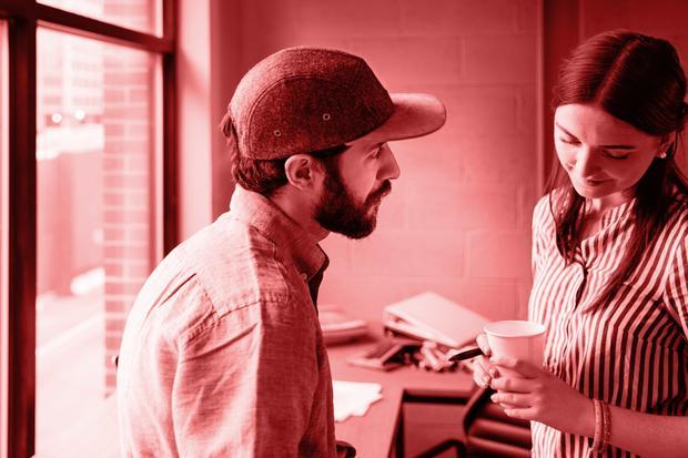 Sexualität am Arbeitsplatz: Wie gefährlich ist ein Büroflirt?