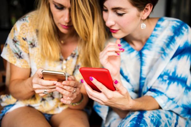 Onlinedating: In ihren Herzen lodert ein Emoji