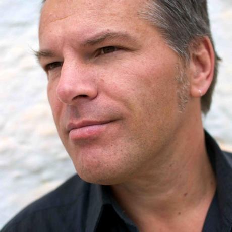 """Paartherapie: Fabian Lenné, Jahrgang 1960, arbeitet seit 20 Jahren als Paartherapeut in Berlin. Er ist Autor des Buches """"Vom Umgang mit der Liebe"""". Lenné ist Ausbildungsleiter am Institut für Integrative Paarentwicklung: www.iip-berlin.com"""
