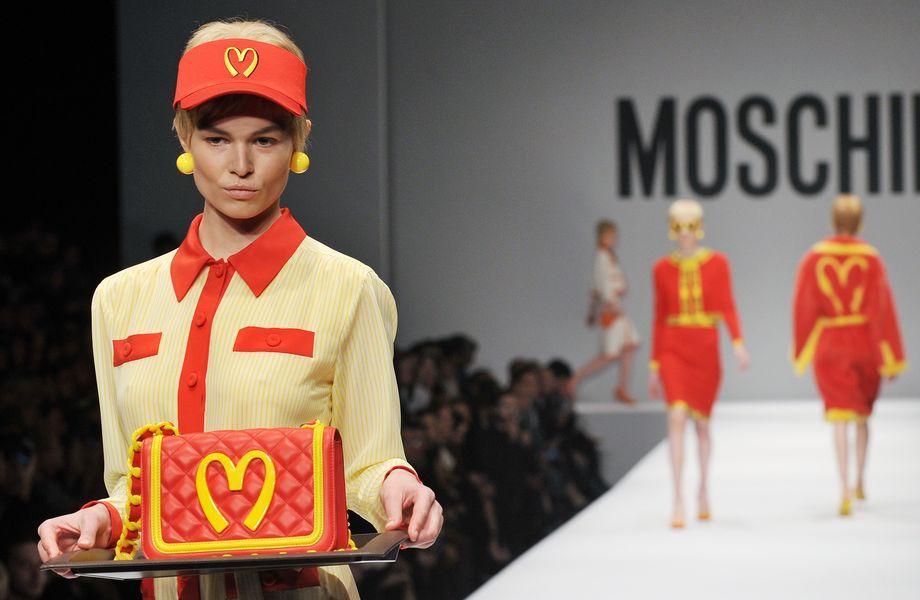 Moschino: Was darf's sein? Bei Moschino geht Fast Food und Fast Fashion Hand in Hand.