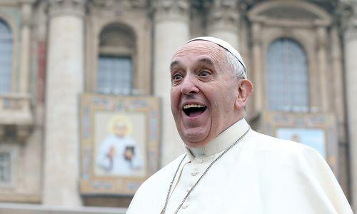 Gesellschaftskritik : Papst Franziskus bei der wöchentlichen Audienz auf dem Petersplatz.