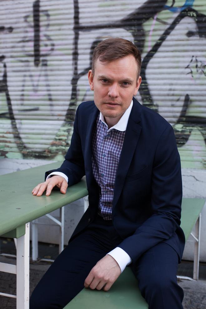 05adc739d6030e Komponist Miika Hyytiäinen in einem Anzug von Herr von Eden © Nina Lüth für  ZEITmagazin ONLINE