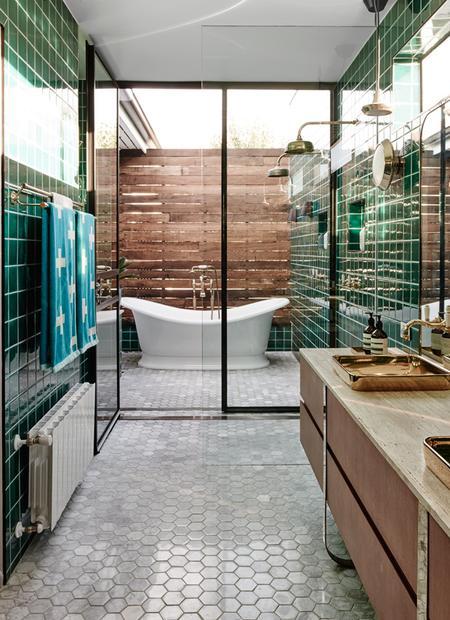 3/16 Ein Bad Im Garten. Techné Architecture + Interior Design Haben In  Melbourne Ein Offenes, Helles Badezimmer Gestaltet, Das Die Aufmerksamkeit  Nach ...