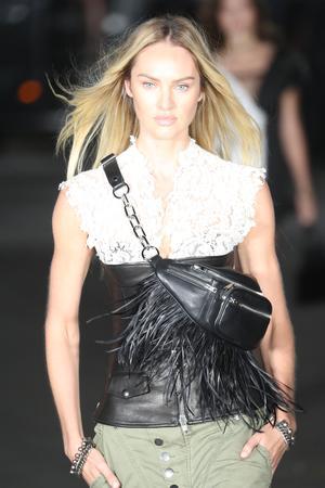 Handtaschen: Die Gürteltasche wird bei Alexander Wang nicht als Hüftpolster, sondern diagonal getragen. Bringt auch die Fransen besser zur Geltung.
