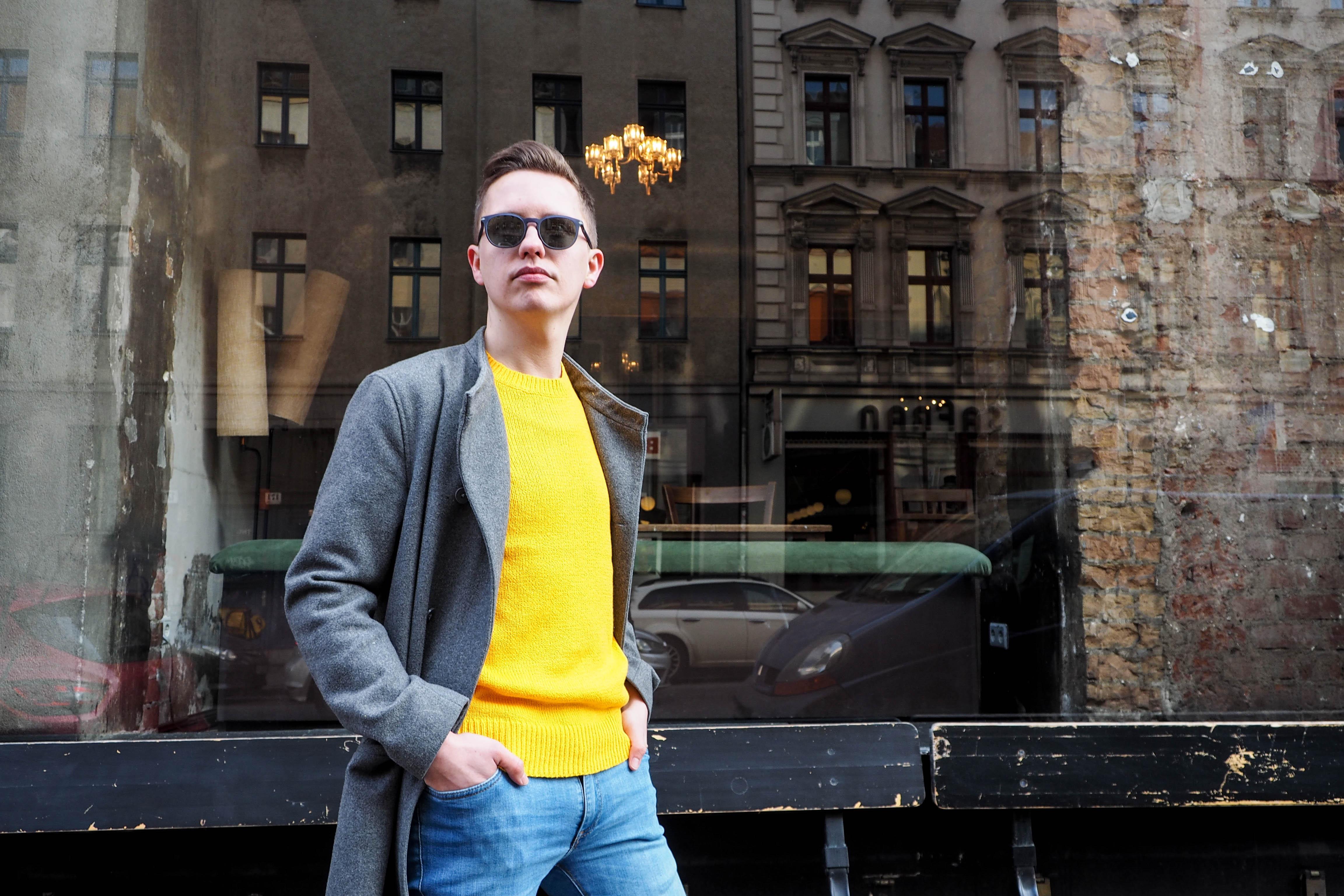 Pullover: Mutiger Kontrast zum Winter: der gelbe Baumwollpulli von A.P.C. (210 Euro)
