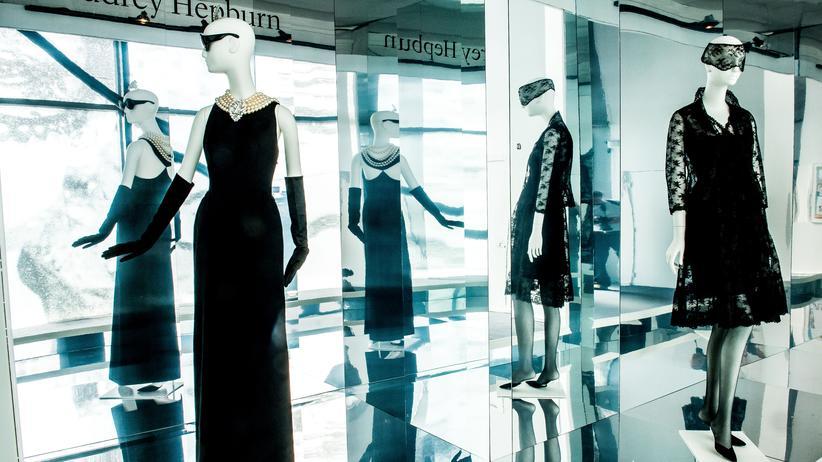 hubert de givenchy der sch nheitschirurg der couture zeitmagazin. Black Bedroom Furniture Sets. Home Design Ideas
