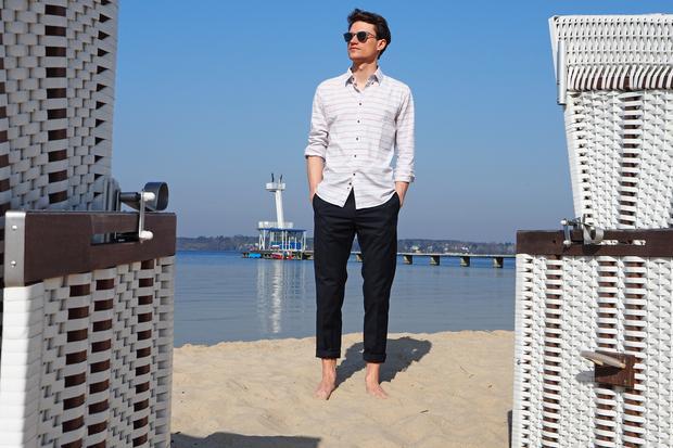"""Chinos: Bisschen schicker: Mit der Chino """"Tristan"""" von Wood Wood (140 Euro) kann man tags am Strand flanieren und in der Nacht im Club durchtanzen."""
